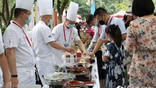 """在华友人欢聚""""友好日"""" 体验盛夏时节的中国文化盛宴"""