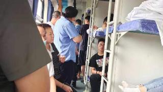 K599撤回途中再遇暴雨停靠一天:获得救援物资后列车启动