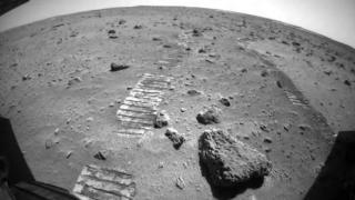"""""""祝融号""""火星车行驶里程突破800米[图]"""