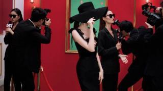 娜扎黑色礼帽造型拍大片 演绎复古摩登女郎神秘魅惑