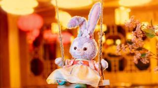 七夕前迪士尼毛绒兔子被炒至上千元,网友:一边骂骂咧咧一边火速购入
