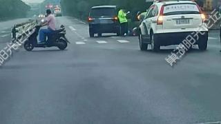 【现场视频】吓人!巢湖这个交口一电动车主被撞后满地鲜血,人估计……
