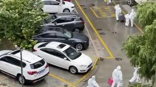 视频|见邻居被带走隔离,扬州小区居民齐声高喊