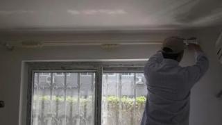 安装窗帘有讲究,我家不明白就开始动工,装出来的效果真难看